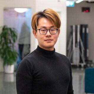 Carlo Chen headshot