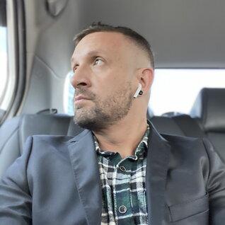 Leo Mikulich headshot