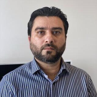Zeeshan Ahmed headshot