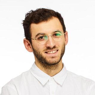 Oliver Levy headshot