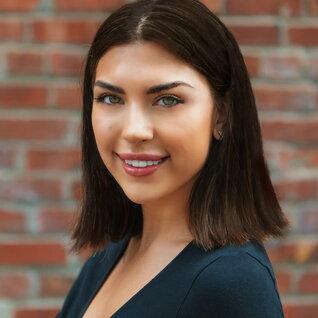 Kaitlin Bustos headshot