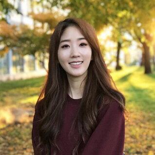 Angela Kim headshot