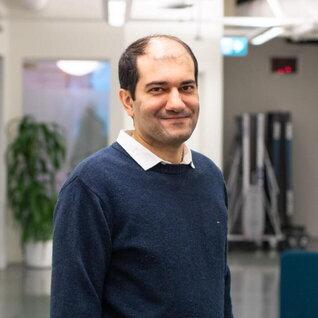 Reza Navidi headshot