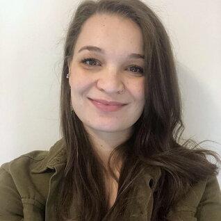 Erin Stansa headshot