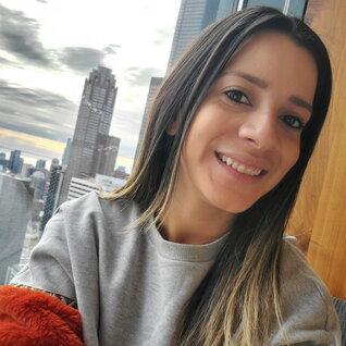 Silvia Figueira headshot